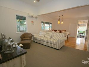 SPECTACULAR FAMILY HOME – LOCATION & SIZE PLUS