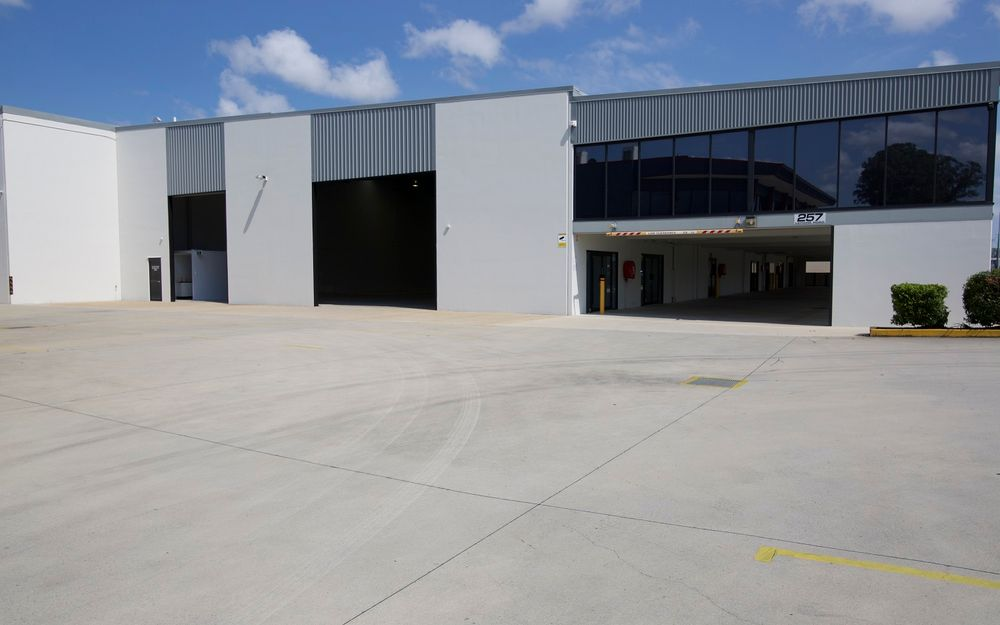 MASSIVE Office/Warehouse Space in Busy Brendale Estate