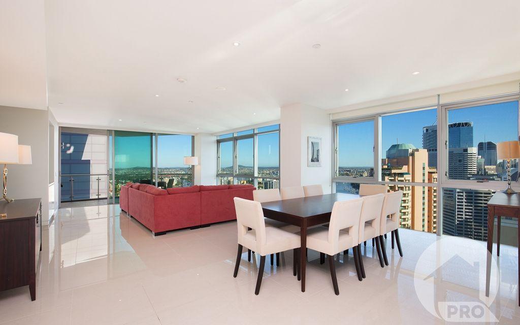 Bespoke Sub-Penthouse Residence Enjoying City and River Views