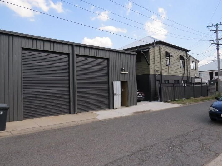 Queenslander style showroom and office with attached warehouse