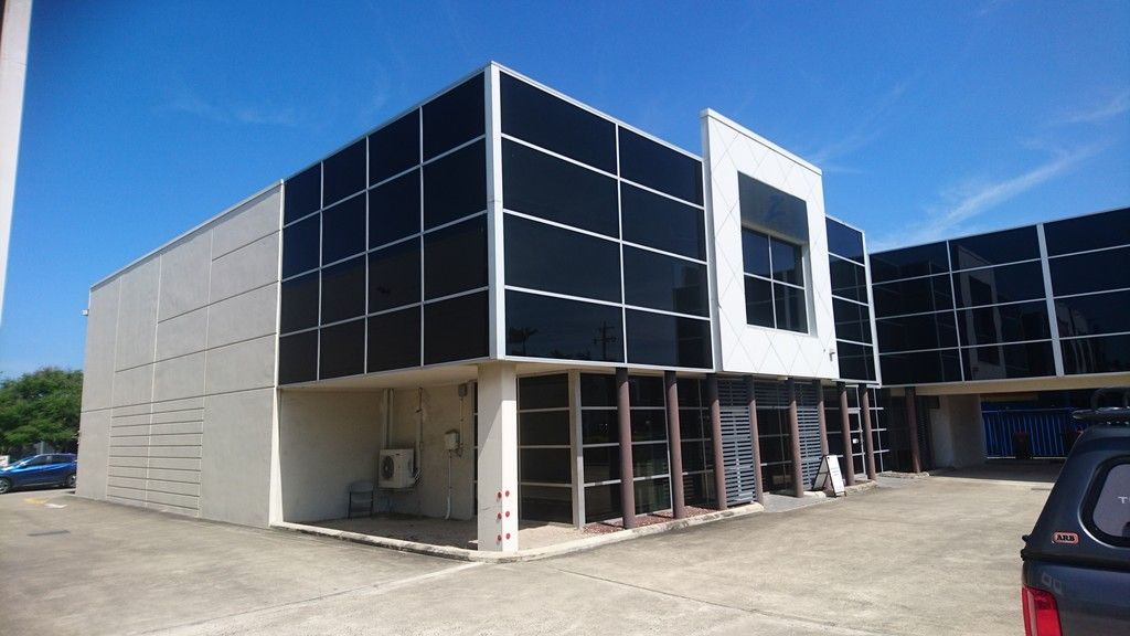 Office/Showroom and Warehouse in Key location