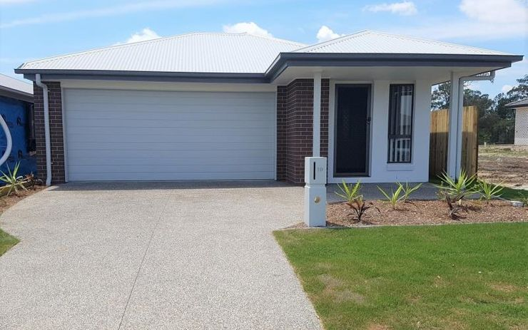 $340 A WEEK PLUS A $250 COLES MYER VOUCHER MODERN 4 BEDROOM FAMILY HOME WITH SEPARATE CARPETED LOUNGE ROOM AND STUDY AREA