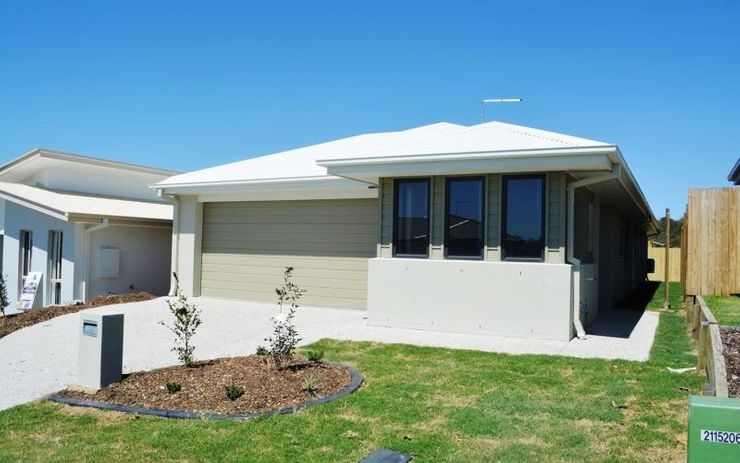 MODERN 4 BEDROOM HOME IN A QUIET FAMILY FRIENDLY AREA