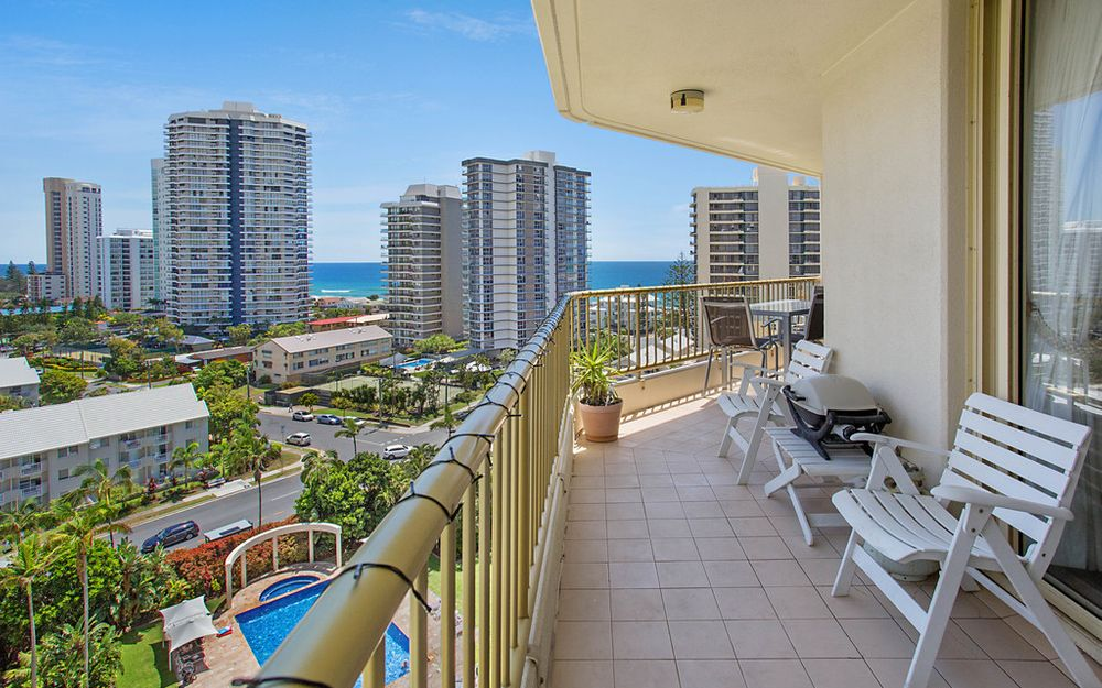 NORTH-EAST OCEAN VIEW APARTMENT – SPACIOUS & IMMACULATE