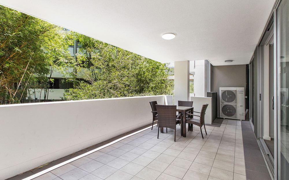Effortless Living amongst Secluded, Inspired Gardens + 2 Car Parks