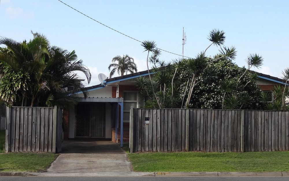 4 BEDROOM FREE-STANDING HOME – ONLY 600m TO KIRRA BEACH