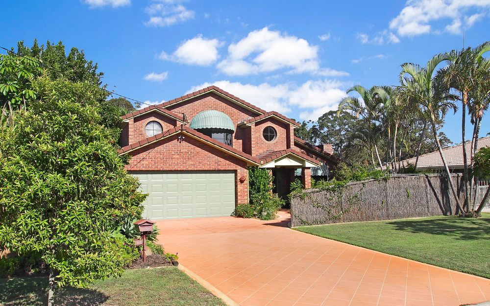 GRAND WOORIM HOME! TWO STREETS FROM SURF BEACH!