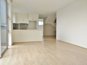 Ultra Modern Apartment- Holding Deposit Received