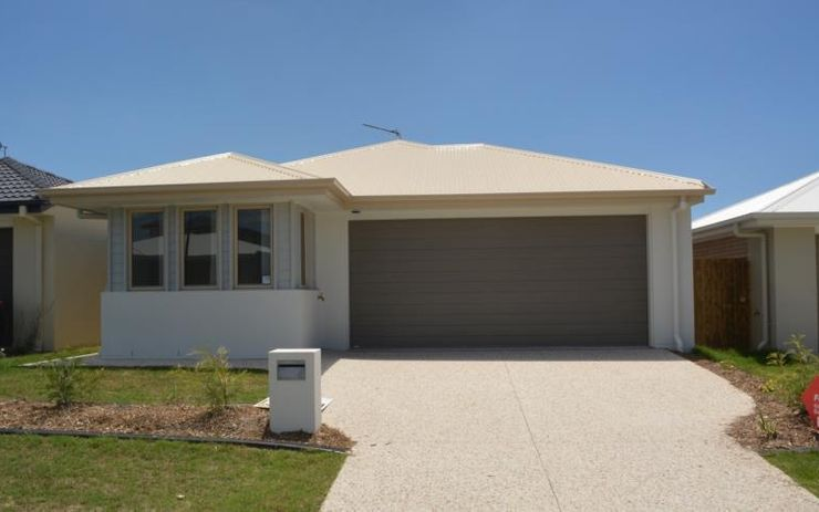 GOOD SIZE 4 BEDROOM FAMILY HOME WITH SEPARATE STUDY/ TV ROOM. CLOSE TO SCHOOLS, TRANSPORT, SHOPS AND RESTAURANTS