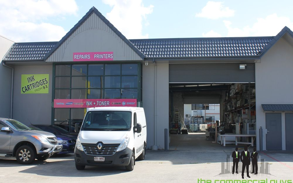 Well Presented Warehouse at Entrance To Corporate Park Industrial Estate