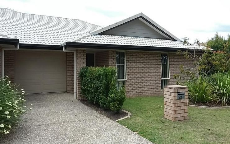 SPACIOUS 3 BEDROOM DUPLEX WITH OPEN KITCHEN LIVING DINING THAT OPENS OUT ON TO ALFRESCO DINING AREA. VERY GOOD SIZE BEDROOMS.