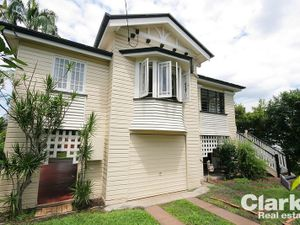 SPECTACULAR FAMILY HOME IN WOOLOOWIN
