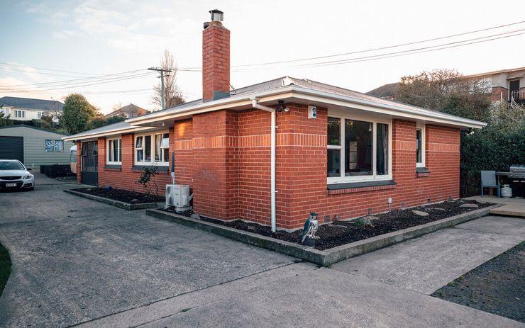 Tidy brick Home
