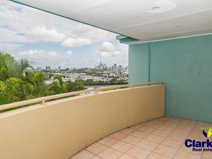 MODERN & STYLISH 2 BEDROOM UNIT WITH BRILLIANT CITY VIEWS!
