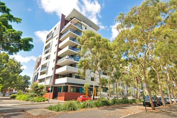 Over-sized Split Level Apartment! Zetland!!