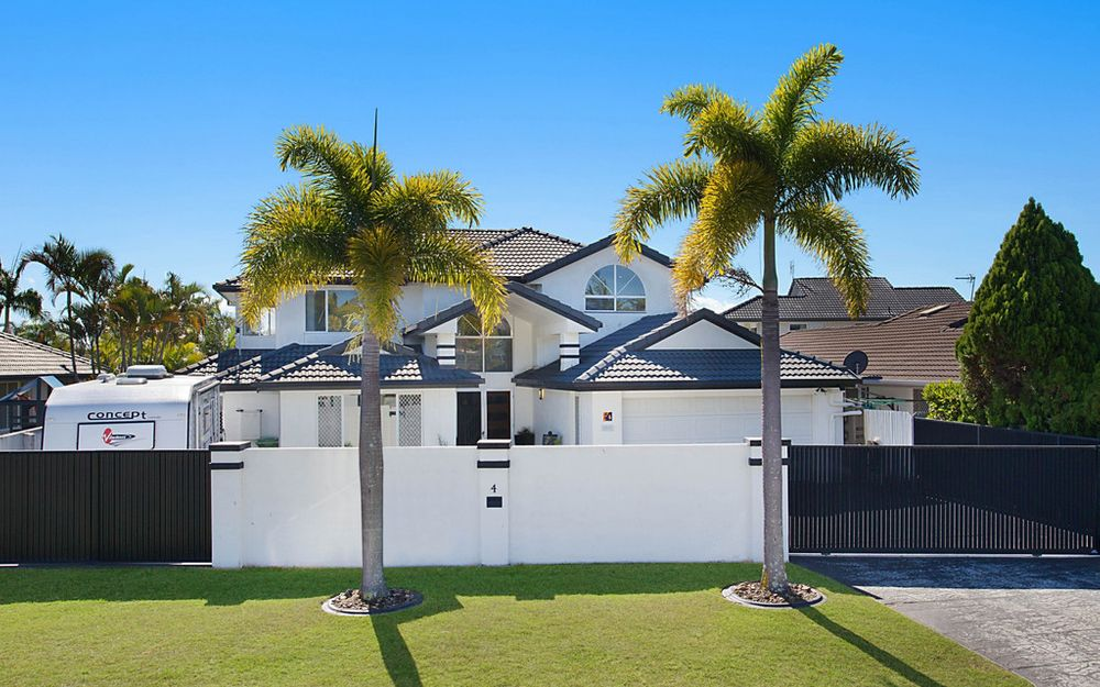 STUNNING NORTH FACING GRAND CANAL HOME