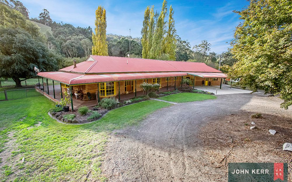 COUNTRY LIVING AT ITS FINEST WITH FRONTAGE TO NARRACAN CREEK