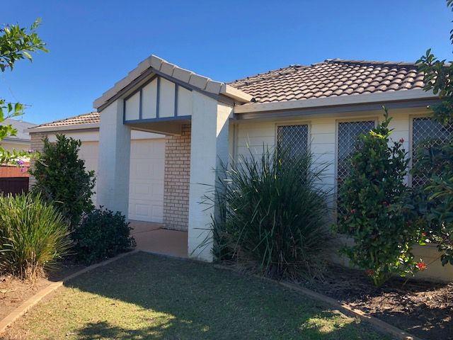 Large 4 bedroom plus study and double garage in Central Lakes.