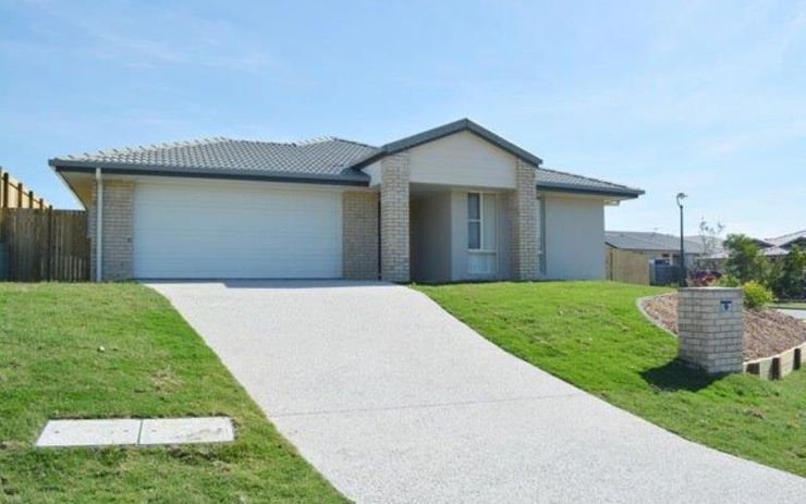 SPACIOUS FAMILY HOME WITH LARGE OPEN KITCHEN LIVING DINING AREA. GOOD SIZE FULLY FENCE YARD.