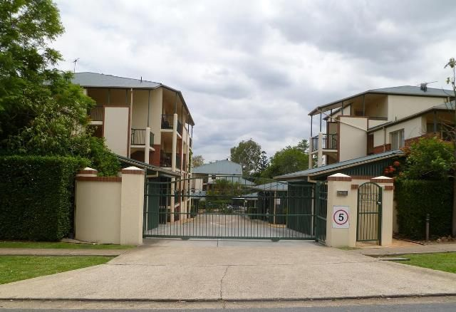 GROUND FLOOR UNIT | EXCLUSIVE USE COURTYARD | SECURITY | POOL