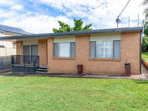 SPACIOUS 1 BEDROOM UNIT IN THE HEART OF GREENSLOPES