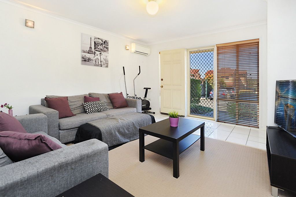 Spacious Townhouse in Mansfield High School Catchment