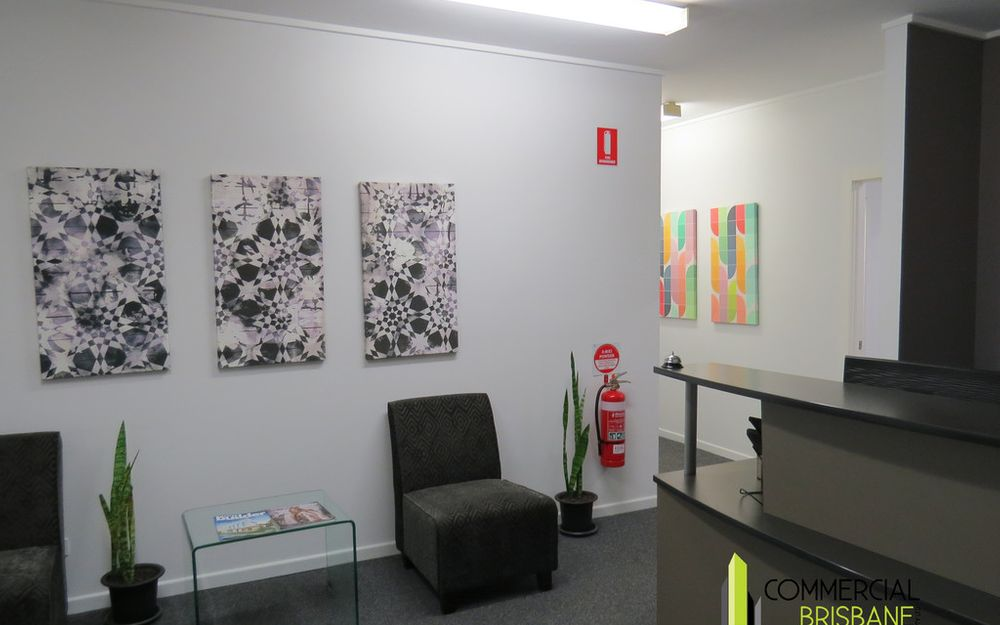 Upstairs Office Space in the Heart of Clayfield