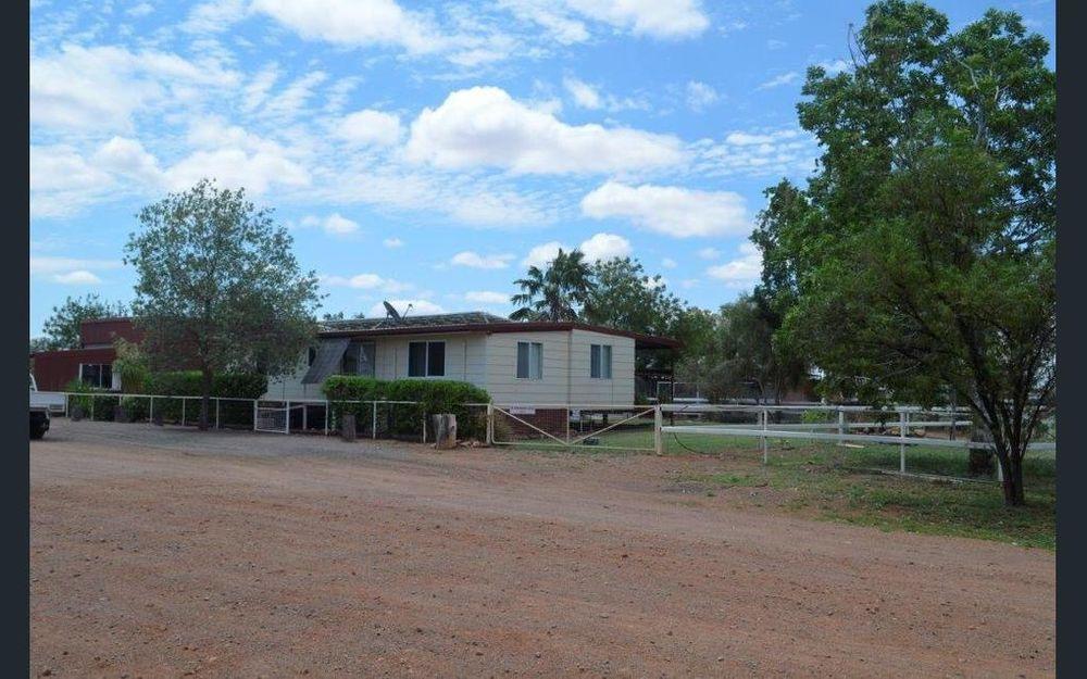 Queenslander Cottage – Near new attractive