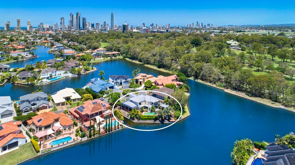SUNNY CONTEMPORARY WATERFRONT ENTERTAINER – TSS