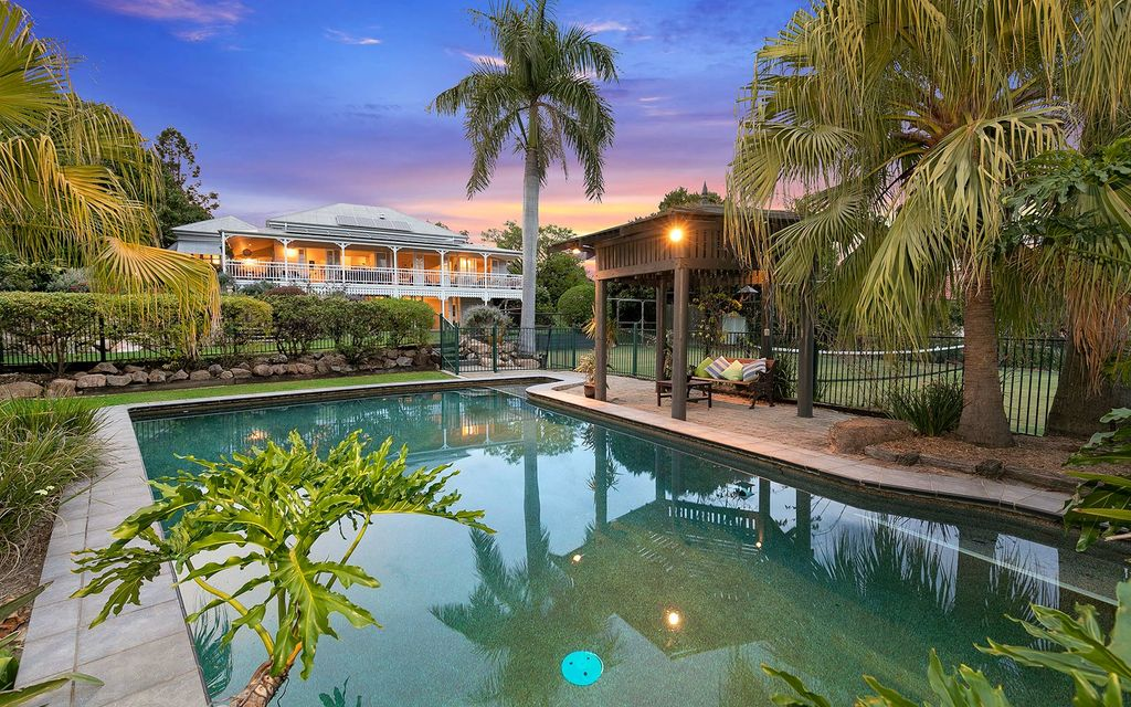 INDOOROOPILLY – FABULOUS FAMILY HOME / LAND SALE