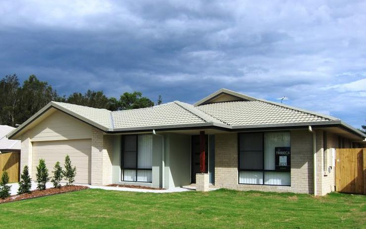 LARGE FAMILY FRIENDLY HOME WITH 2 SEPARATE LIVING AREAS. SPACIOUS BEDROOMS WITH BUILT INS