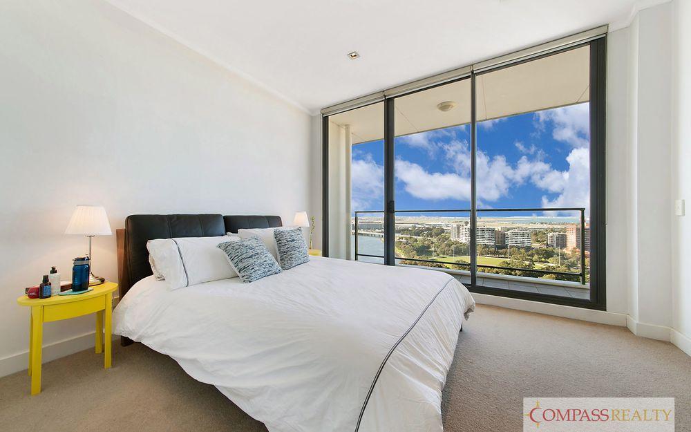LIVE THE HIGH LIVE!  Split level 2 bedroom on 19th Floor!!!!!