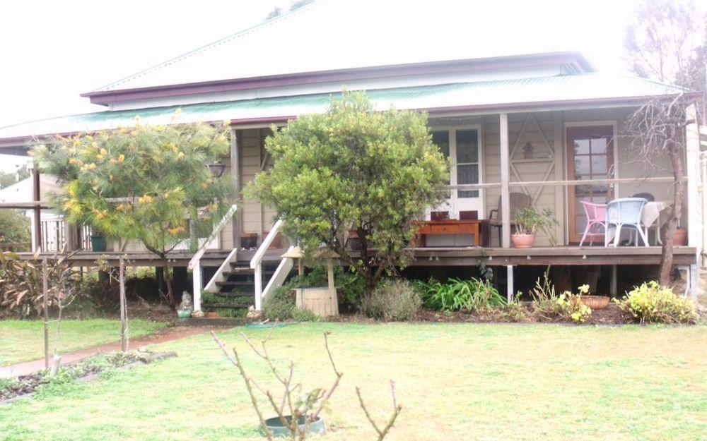 Lovely 3 Bedroom Queenslander in town!