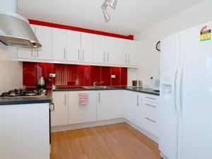 MODERN 2 BEDROOM UNIT – FANTASTIC LOCATION