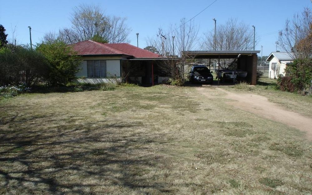 3 BEDROOM HOME CLOSE TO ALL TOWN AMENITIES