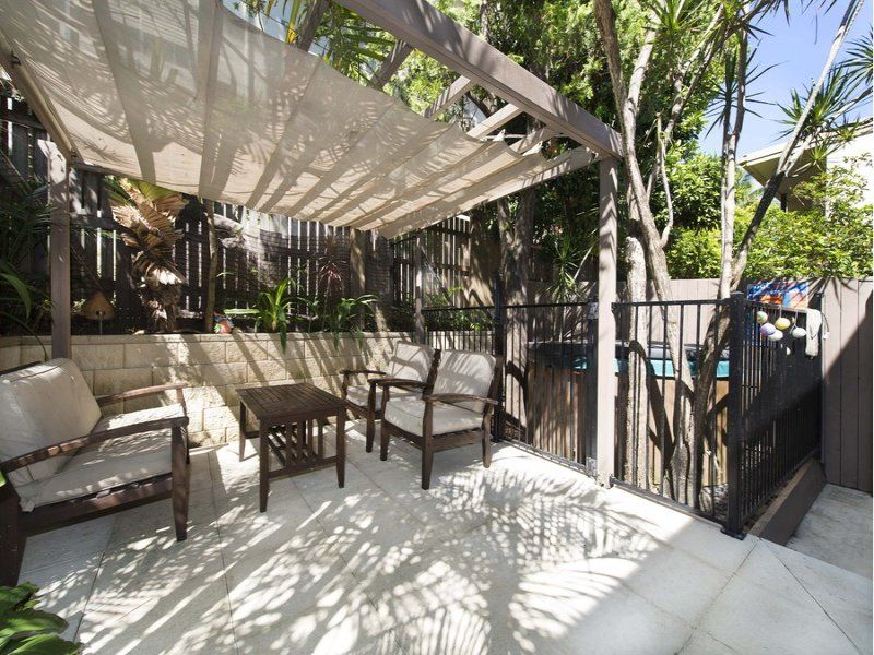 Pet friendly with 2 HUGE courtyards