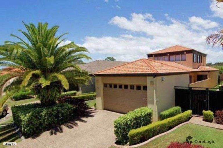 Large 4 Bedroom Family Home Great Entertainer with Pool