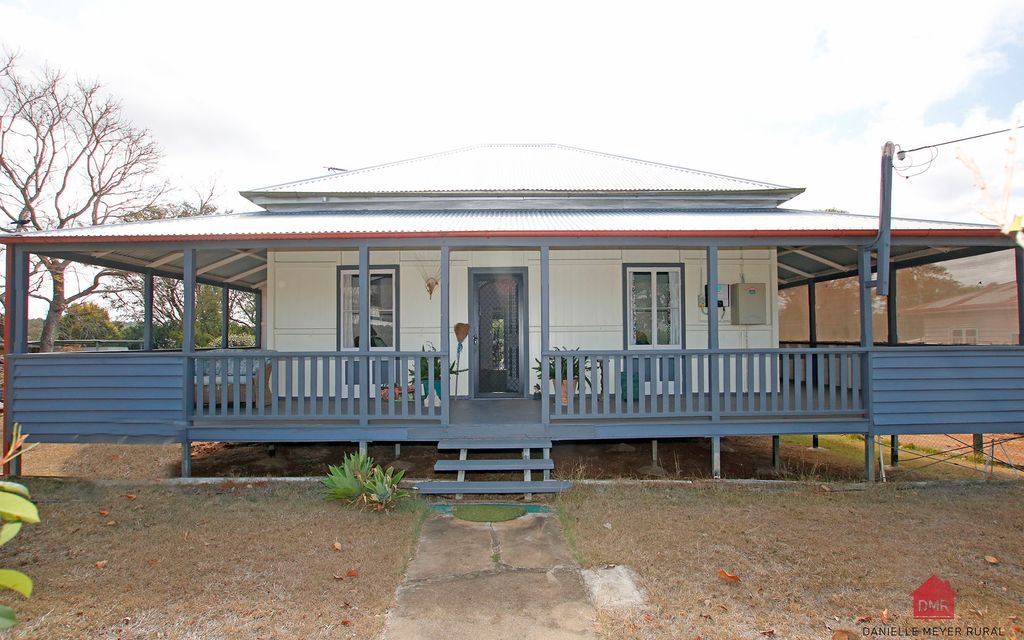 BEAUTIFUL OLD STYLE QUEENSLANDER