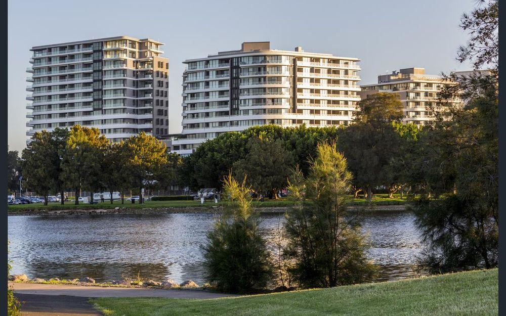 Wolli Creek's landmark luxurious development plus great water views!