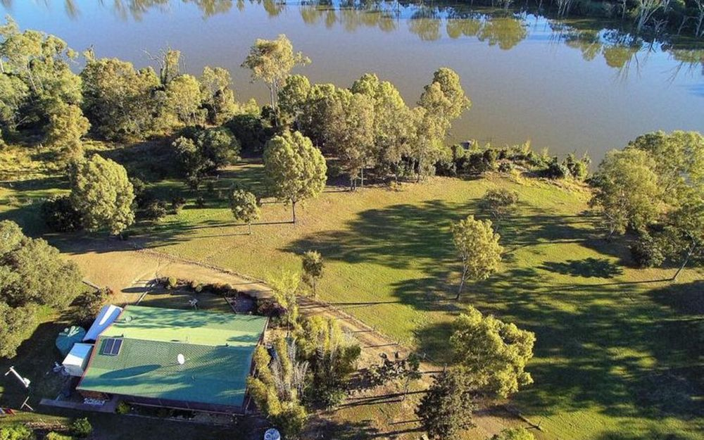 IMMACULATE HOME SET ON 14.29 Ha WITH RIVER VIEW