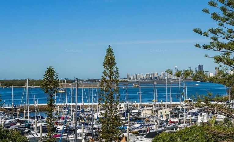 UNDER CONTRACT – Perfect Penthouse with Private Rooftop Terrace – Broadwater Panoramic Vista