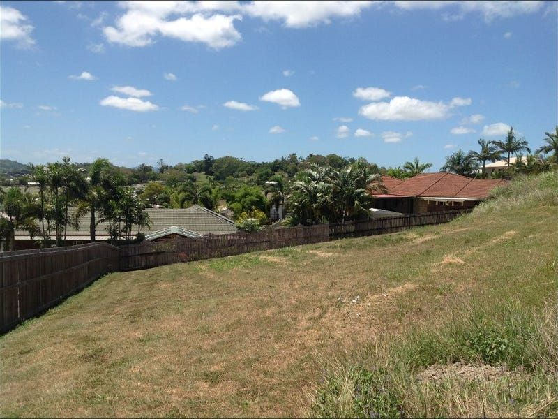 Land with possibilities and views!
