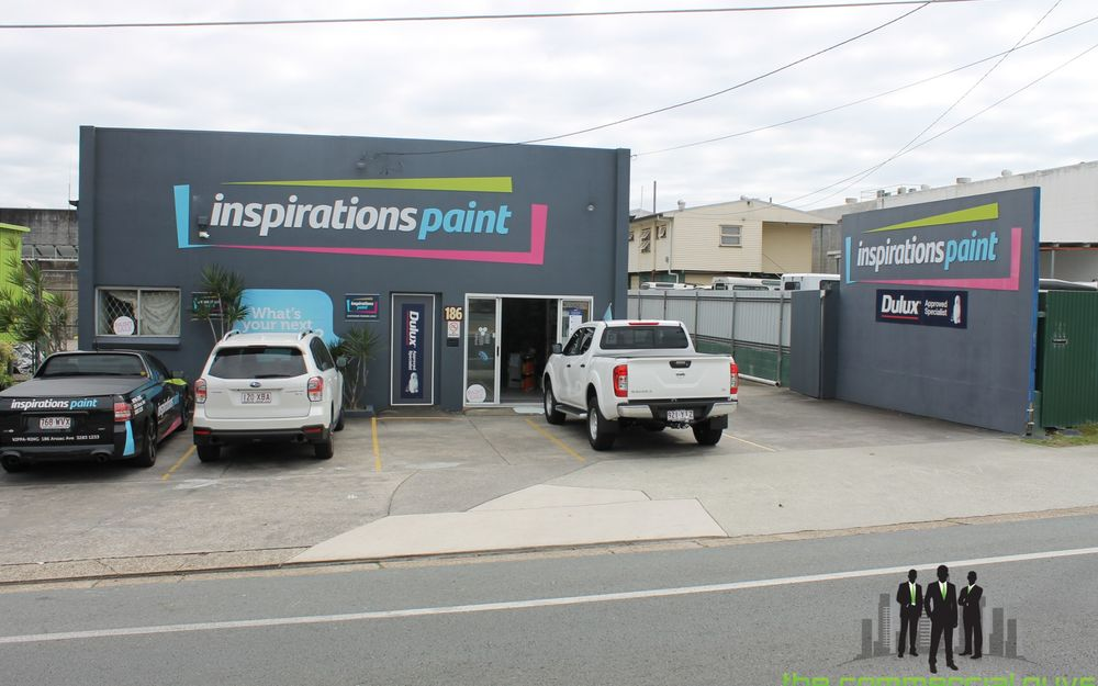 Freestanding Showroom/Warehouse With Excellent Exposure