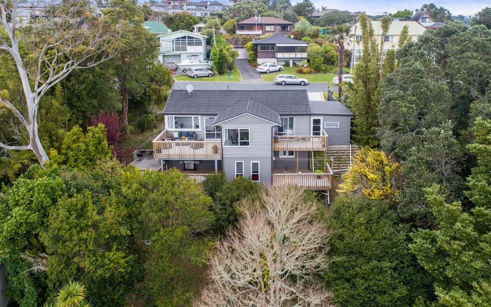 BROWNS BAY PRIMARY/RANGI ZONE – PRIVATE SEA VIEWS