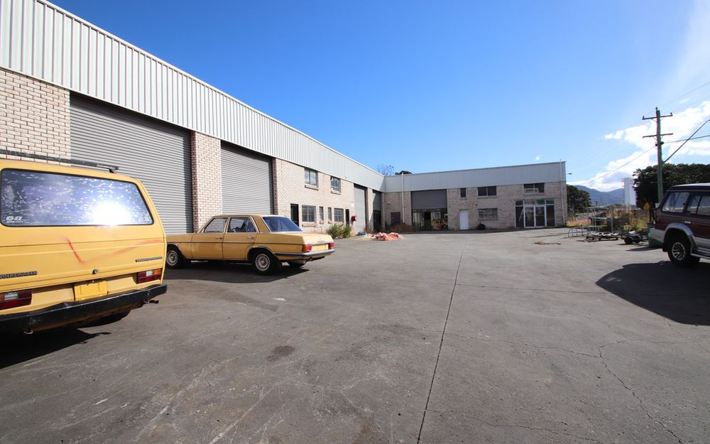 Retail Warehouse Space In Great Location