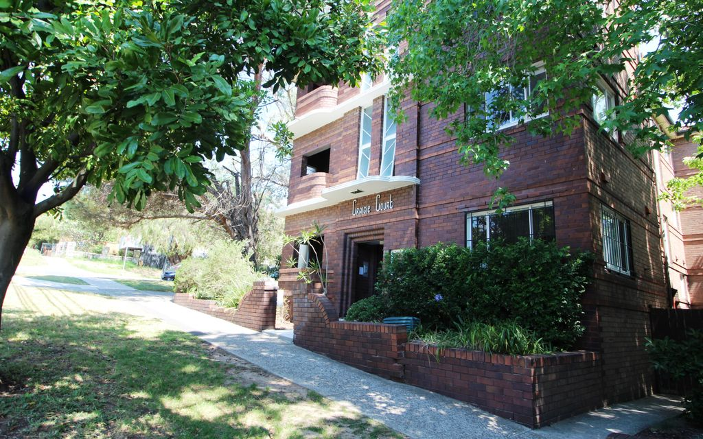 GREAT LOCATION AT THE REAR OF THE BLOCK -WALKING DISTANCE TO THE HUB OF KINGSFORD