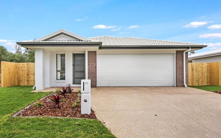 BRAND NEW MODERN 4 BEDROOM FAMILY HOME WITH OPEN PLAN LIVING THAT OPENS OUT ON ALFRESCO DINING AREA. ALSO INCLUDES SEPARATE STUDY AREA.