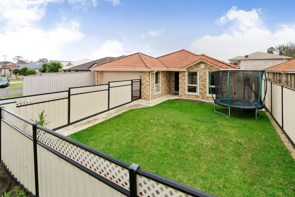 Large Family Home in a Perfect Location!!
