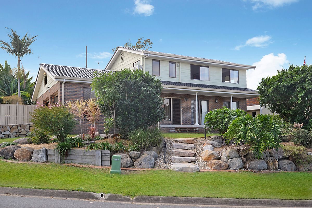 Large Two Storey Home in Sought After Pocket of Aspley
