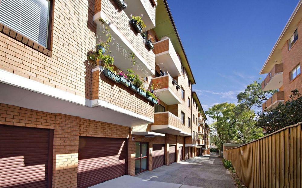 Fantastic 2 Bedroom Unit – Top Location!!!!!